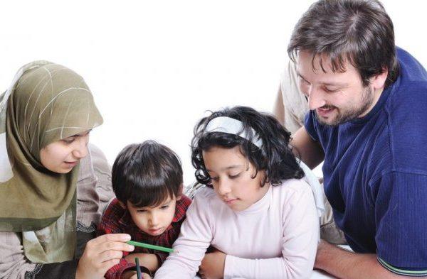 Peranan Keluarga dan Kewajibannya dalam Mengarahkan Para Anak